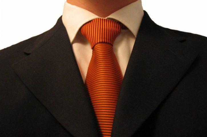 Jak wyglądać oryginalnie w garniturze
